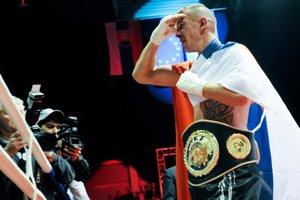 Tomi Kid Kovács po víťaznom boxerskom zápase o titul európskeho šampióna WBO počas Galavečeča boxu v Nitre v roku 2011.