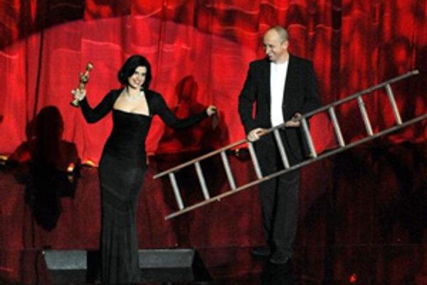 Slávnostné udeľovanie výročných cien Osobnosť televíznej obrazovky - OTO 2007 v historickej budove Slovenského národného divadla 12. marca 2008 v Bratislave. Na snímke spoluúčinkujúca a ocenená Zuzana Fialová (vľavo) a hostiteľ Jan Kraus.