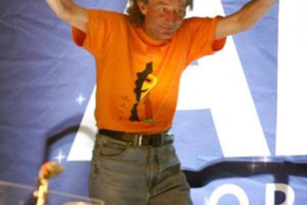 Na archívnej snímke z 27. marca 2007 švédsky bubeník Ola Brunkert počas hudobnej šou v Uppsale.