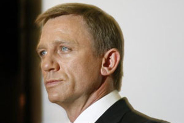 Jamesa Bonda, Agenta 007 Jej Veličenstva  opäť stvárni Daniel Craig.