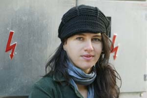 Fotografka Lucia Nimcová (1977). Študovala ŠUP v Košiciach a na Institutu tvůrčí fotografie na Sliezskej univerzite v Opave. Momentálne má štipendium na amsterdamskej Rijksakademie. Je autorkou viacerých fotografických kníh a držiteľkou rôznych ocenení.