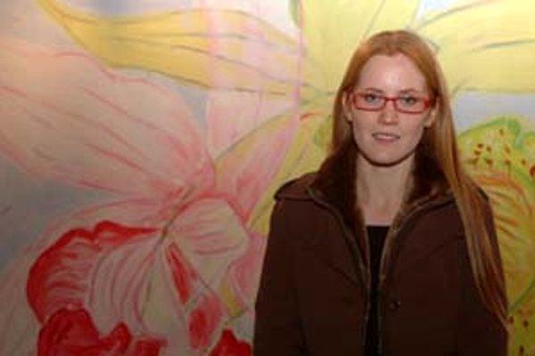 Maliarka Juliana Mrvová so svojím víťazným dielom Catleays.