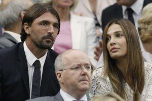 Goran Ivaniševič (vľavo) v hľadisku vo Wimbledone.