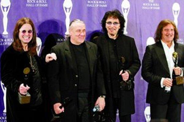Takmer pôvodná zostava Black Sabbath pri vlaňajšom uvedení do Rokenrolovej siene slávy .