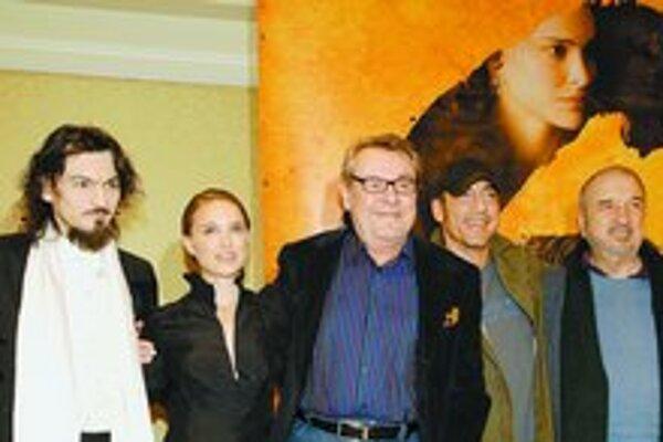 Zľava Varhan Bauer, Natalie Portman, Miloš Forman, Javier Bardem, Jean–Claude Carriere. Chýba Goya, vo filme ho hrá Stellan Skarsgard.