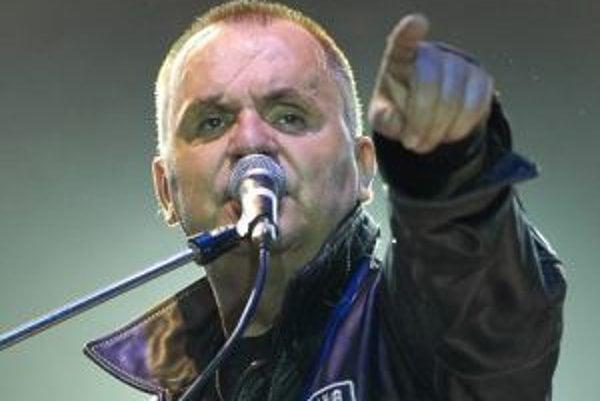 Narodil sa 24.10.1954. Od roku 1969 hrá s Vašom Patejdlom, ktorý založil jednu z najúspešnejších československých kapiel ELÁN. Vydali dvadsaťtri albumov, rovnaké množstvo má platinu za predaj. Získali viacero ocenení Slávik (predtým Zlatý Slávik). V roku