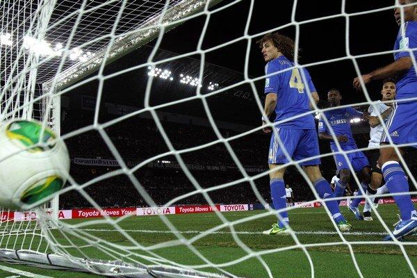 Paolo Guerrero z Corinthians dáva gól Chelsea pred rokom v japonskej Jokohame. Brazílsky klub vo finále zdolal FC Chelsea 1:0.