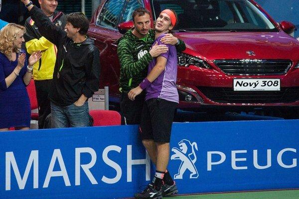Slovenský tenista Lukáš Lacko a jeho tréner Ladislav Simon.