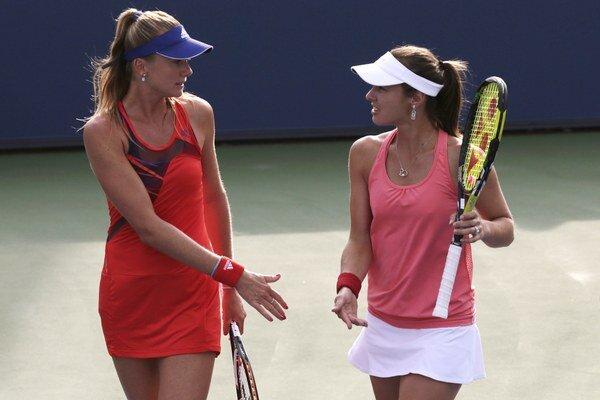 Daniela Hantuchová a Švajčiarka Martina Hingisová počas neúspešnej štvorhry.