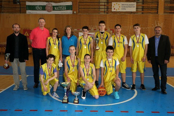 ZŠ Kupeckého Pezinok obsadila v Školskej basketbalovej lige druhé miesto.