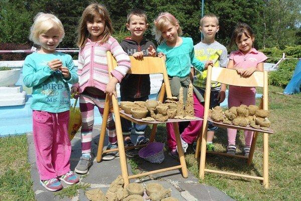 Deti si počas tábora vyskúšali aj prácu s hlinou