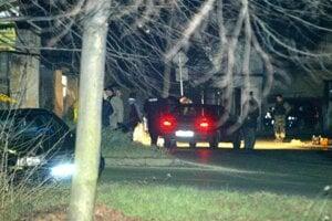 v obci Most pri Bratislave zastrelili 29. decembra 2014 30-ročnú Henrietu a 10-ročného chlapca Richarda.