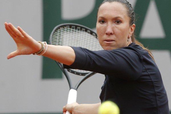Jelena Jankovičová odvracia úder Daniele Hantuchovej v 1. kole Roland Garros.