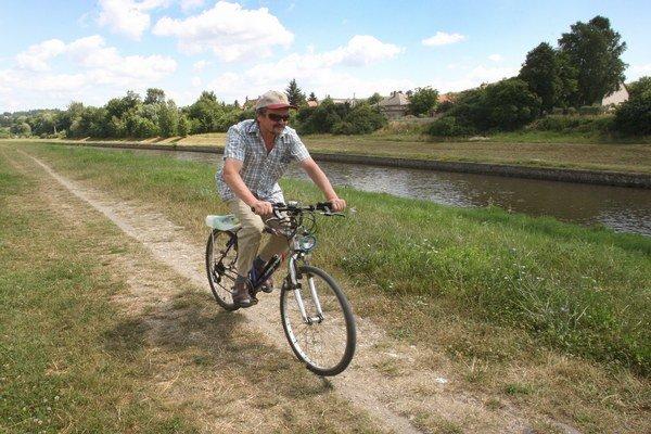 Pozemky od štátu by mohli obciam pomôcť aj pri budovaní chodníkov pre cyklistov.