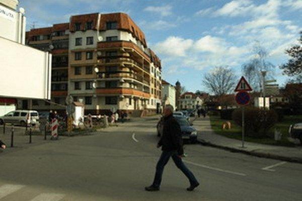 Dolnopotočná ulica v centre mesta.