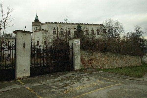 Kaštieľ v Moravanoch nad Váhom spustol za necelých sedem rokov.