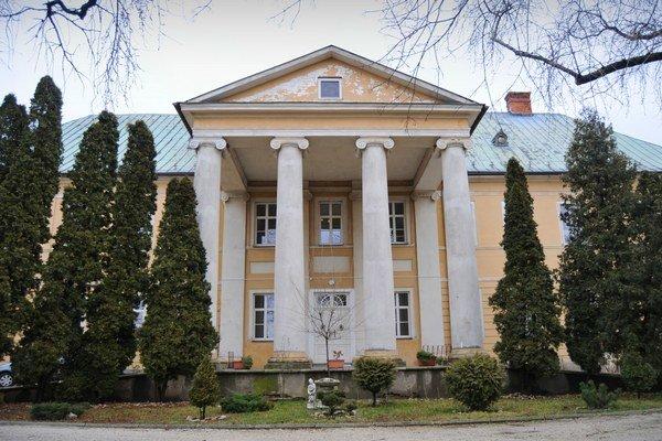 V Užovičovskom kaštieli je dnes detský domov.