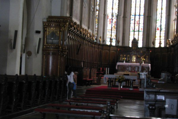 Zreštaurovaný organový pozitív sa nachádza na ľavej strane baziliky.