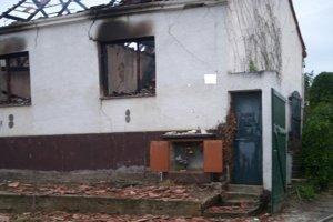 Pozostatky muža našli v zhorenisku rodinného domu.