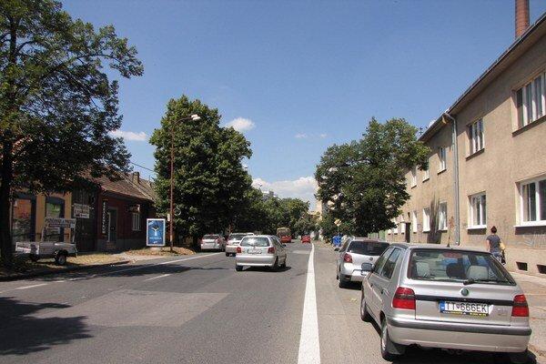 Šrobárova ulica bývala už od rána plná. Po zavedení zmien sa postupne vyprázdňuje.