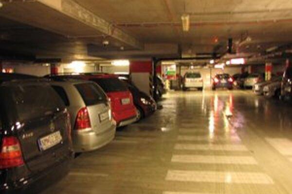 Po zavedení spoplatnenia zaparkujete v obchodnom centre jednoduchšie.