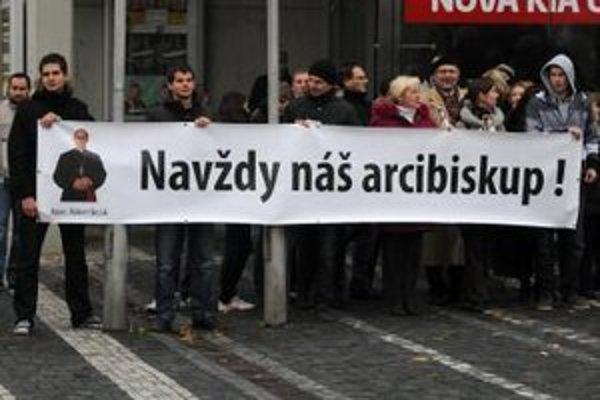 Emeritného arcibiskupa si skupina asi 150 veriacich pripomínala aj počas novembrovej Novény.