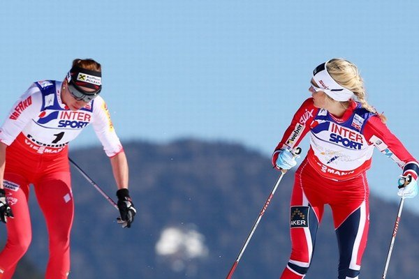 Justyna Kowalczyková (vľavo) a Therese Johaugová.