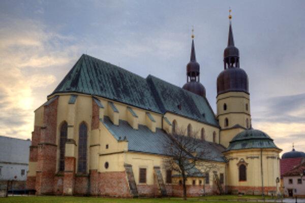 Najstaršiu murovanú stavbu v Trnave objavili počas archeologického výskumu v roku 2008. Predpokladajú, že kostnicu s kaplnkou postavili približne v 12. alebo 13. storočí, zanikla okolo roku 1360.
