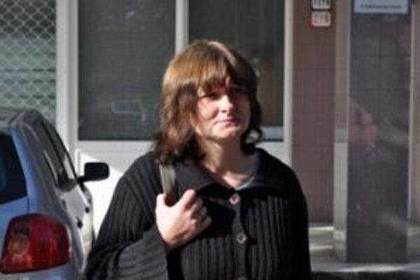 Matka utopenej Simonky zo súdu odišla.