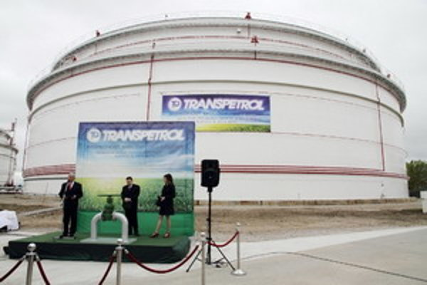 Ilustračné foto zásobníka ropy v Bučanoch.