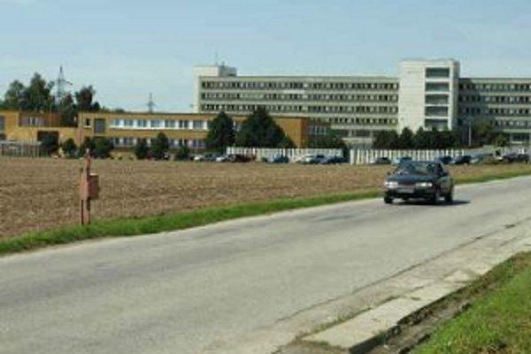 Kapacity väznice v Hrnčiarovciach nad Parnou pre odsúdených momentálne nestačia.