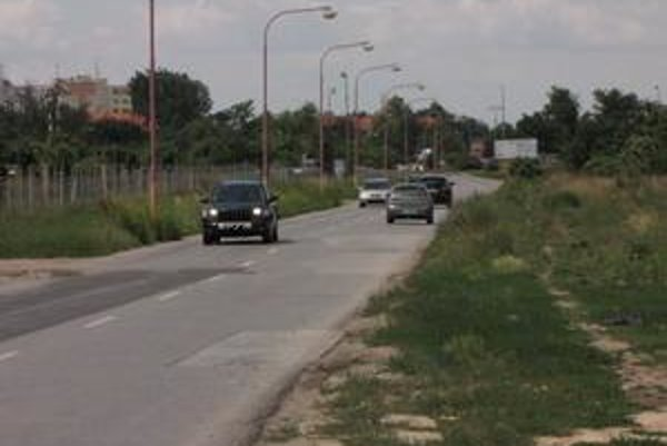 Cukrová ulica. Radnica plánuje jej opravu. Okremnovej komunikácie pribudne nový chodník a cyklochodník.