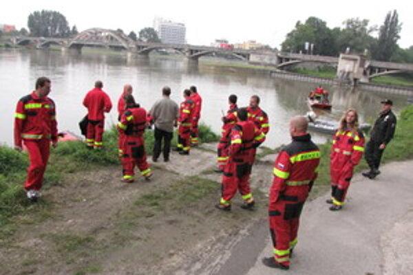 Skupina záchranárov z Gabčíkova.