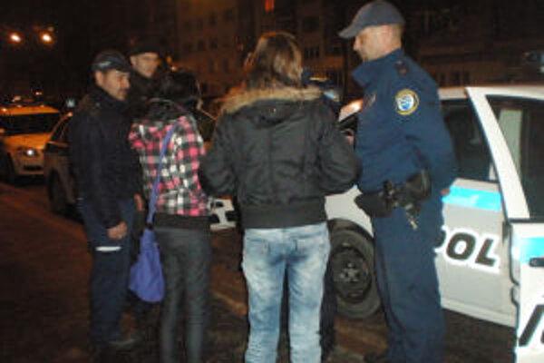 Mestskí policajti kontrolujú mladistvých viac ako v minulosti.