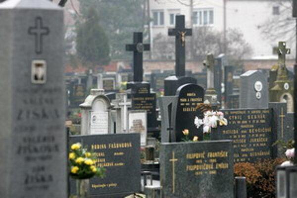 Ceny za hrobové miesta v Piešťanoch pôjdu určite hore. O koľko, rozhodnú mestskí poslanci.
