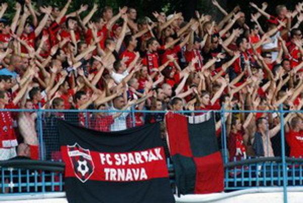 Pre výtržnosti dostali trnavskí fanúšikovia zákaz vstupu na stretnutia.