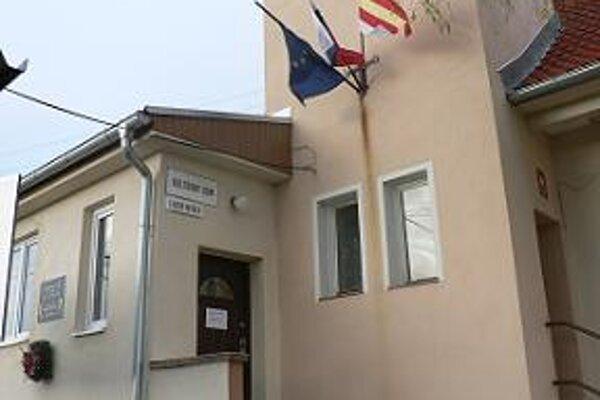 Volebnú miestnosť otvorili už o šiestej.