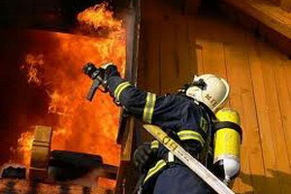 Hasiči varujú najmä pred nákupmi pyrotechniky.