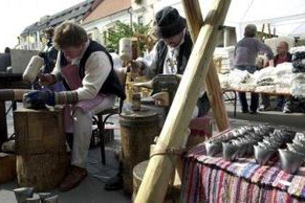 Za stánok, ktorý si rozložia na Tradičnom trnavskom jarmoku, zaplatia stánkari tento rok viac.
