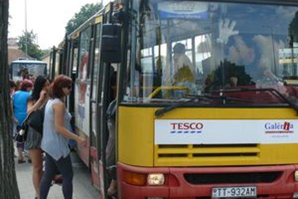 Vodiča bezplatnej linky napadol agresívny cestujúci