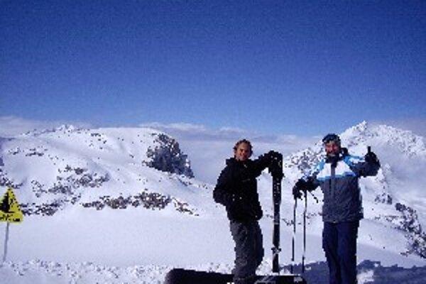Jarná lyžovačka vo francúzskych Alpách.