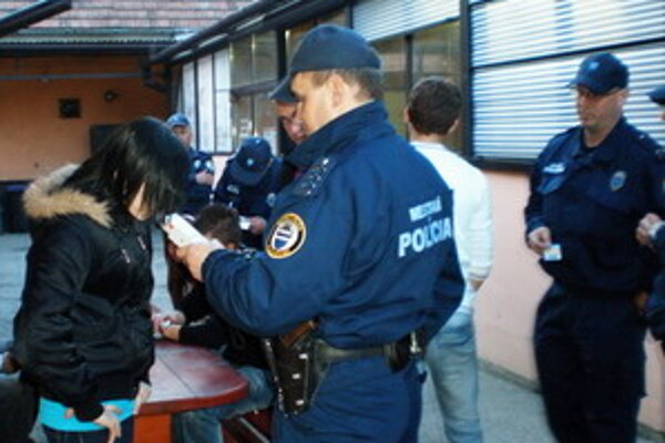 Mestskí policajti skontrolovali počas sviatkov niekoľko pohostinstiev.