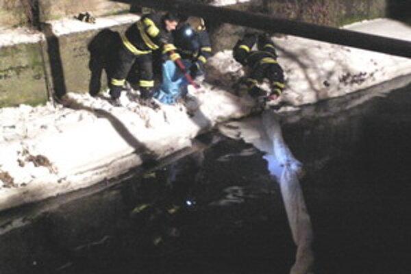 Zásah hasičov trval dva dni.
