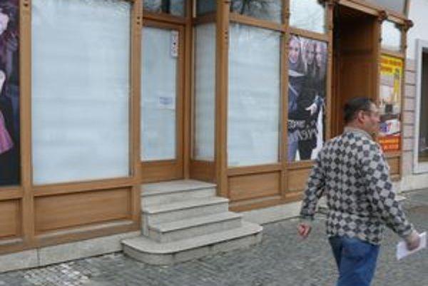 Za pomerne krátky čas sa z centra vysťahovalo niekoľko obchodov s odevom.
