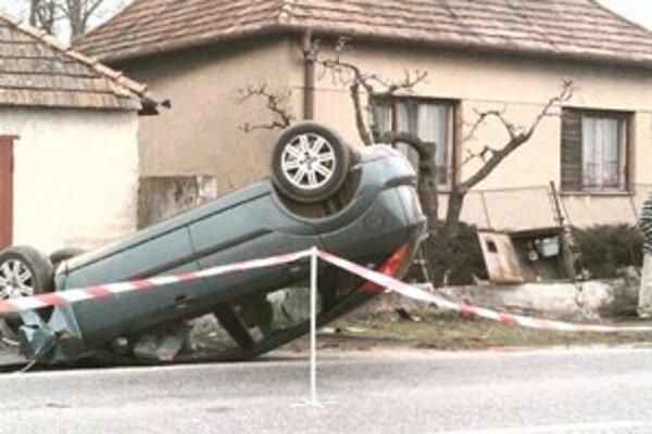 Takto skončilo neovládateľné vozidlo.