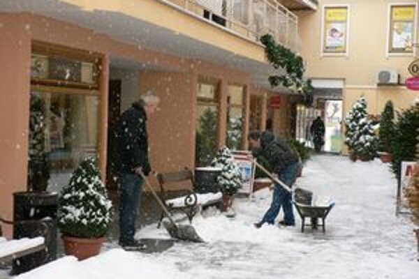 Povinnosť odhŕňania snehu vyplýva zo zákona.