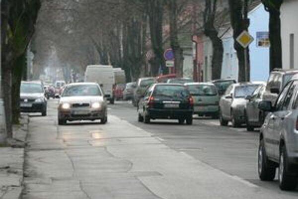 Dopravná situácia na Teplickej ulici v Piešťanoch.