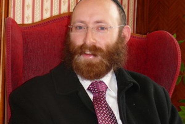 Rabín Rev Stiefel pochádza z USA, zo štátu Ohio.
