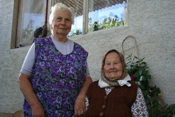 Storočná Mária Holická s dcérou. V mladosti bola krásavica, pozerali vraj po nej chlapci z ďalekého okolia.