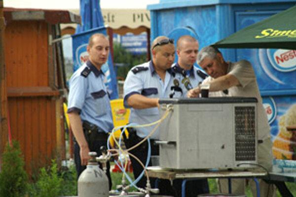 Mestskí policajti neraz musia zasahovať pri rušení nočného pokoja.